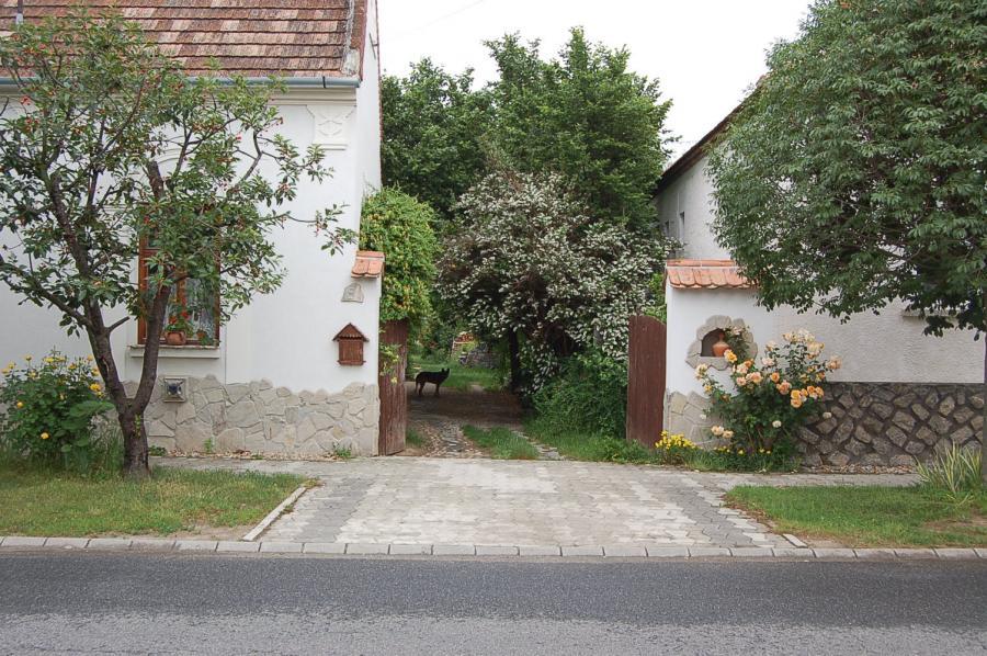 Zsira - (Lutzmannsburg mellett) Kincsestár az utcáról
